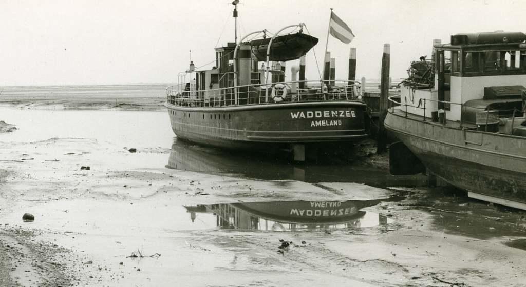 schiermonnikoog oude veerdam met waddenzee 1921 rechts antje tomina ...: www.kustvaartforum.com/viewtopic.php?t=86&start=370