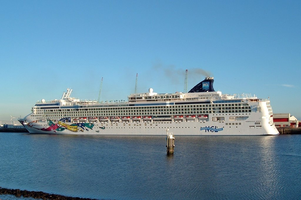 Norwegian_Jewel_13a.jpg