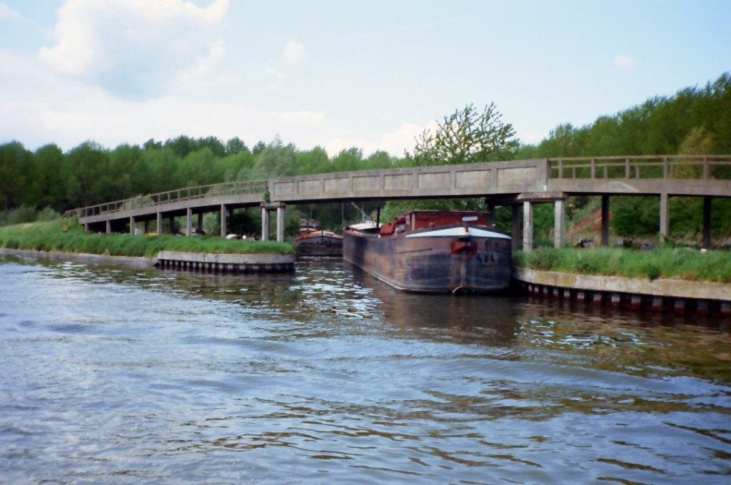 Canal d'Aire 03, Guincy.JPG