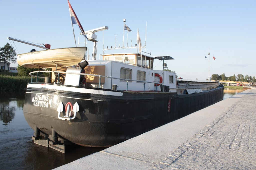the-barge-56343_1920.jpg